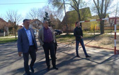 Pokrajinski sekretar za sport i omladinu Vladimir Batez posetio je opštine Novi Kneževac i Čoka